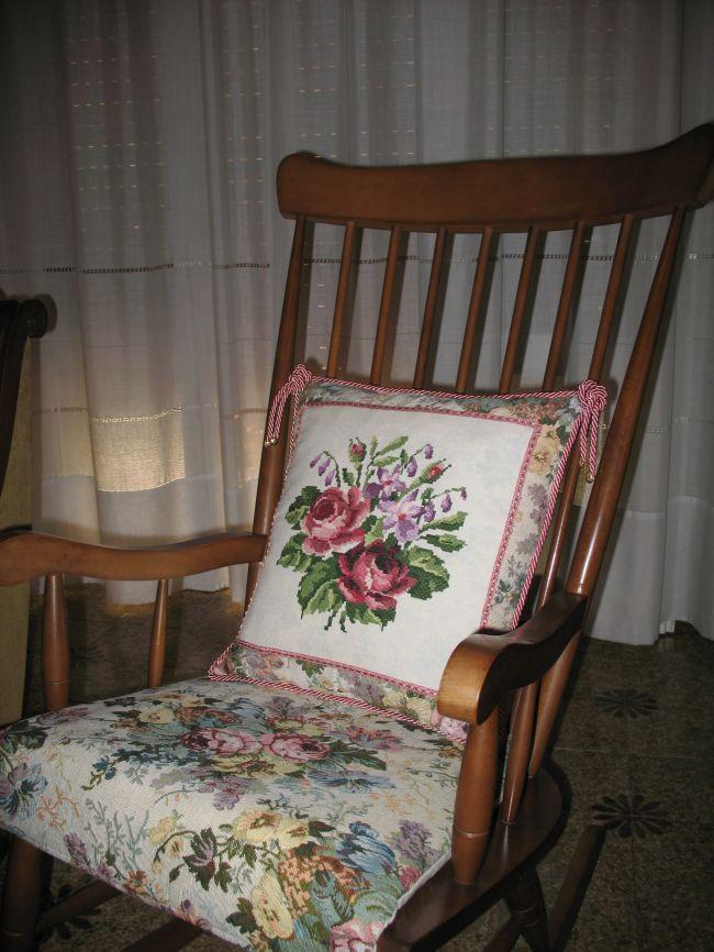Cuscino con rose per sedia a dondolo dall 39 album di barbara69 - Cuscino per sedia a dondolo ...