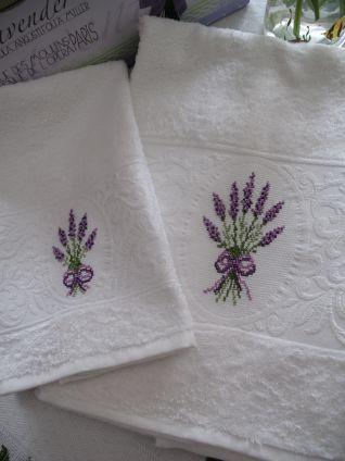 Asciugamani oblo' con lavanda