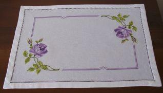 Copri vassoio con rose colore violetta