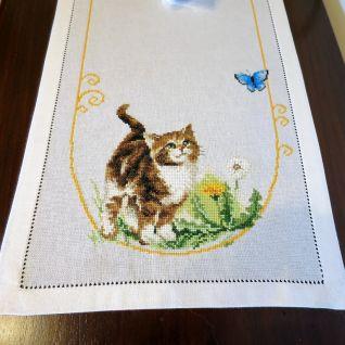 Particolare corsia con gatti