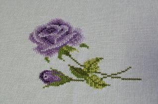 Particolare rosa tovaglia rose violetta