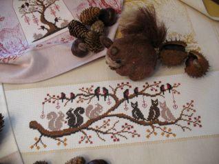 Strofinaccio con civette scoiattoli e pettirossi