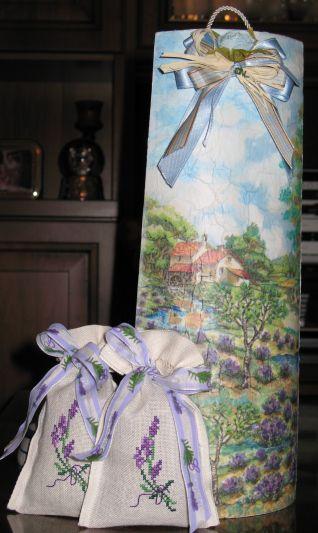 Tegola in decoupage con lavanda e sacchettini a punto croce
