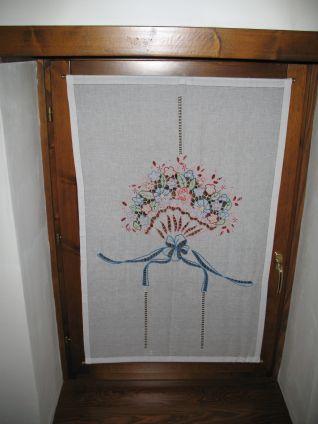 Tenda camerretta ventaglio floreale a punto intaglio