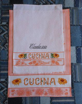 Set cucina con girasoli per Vittoria_Foto d'insieme