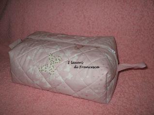 Pochette tessuto trapuntato rosa farfalle