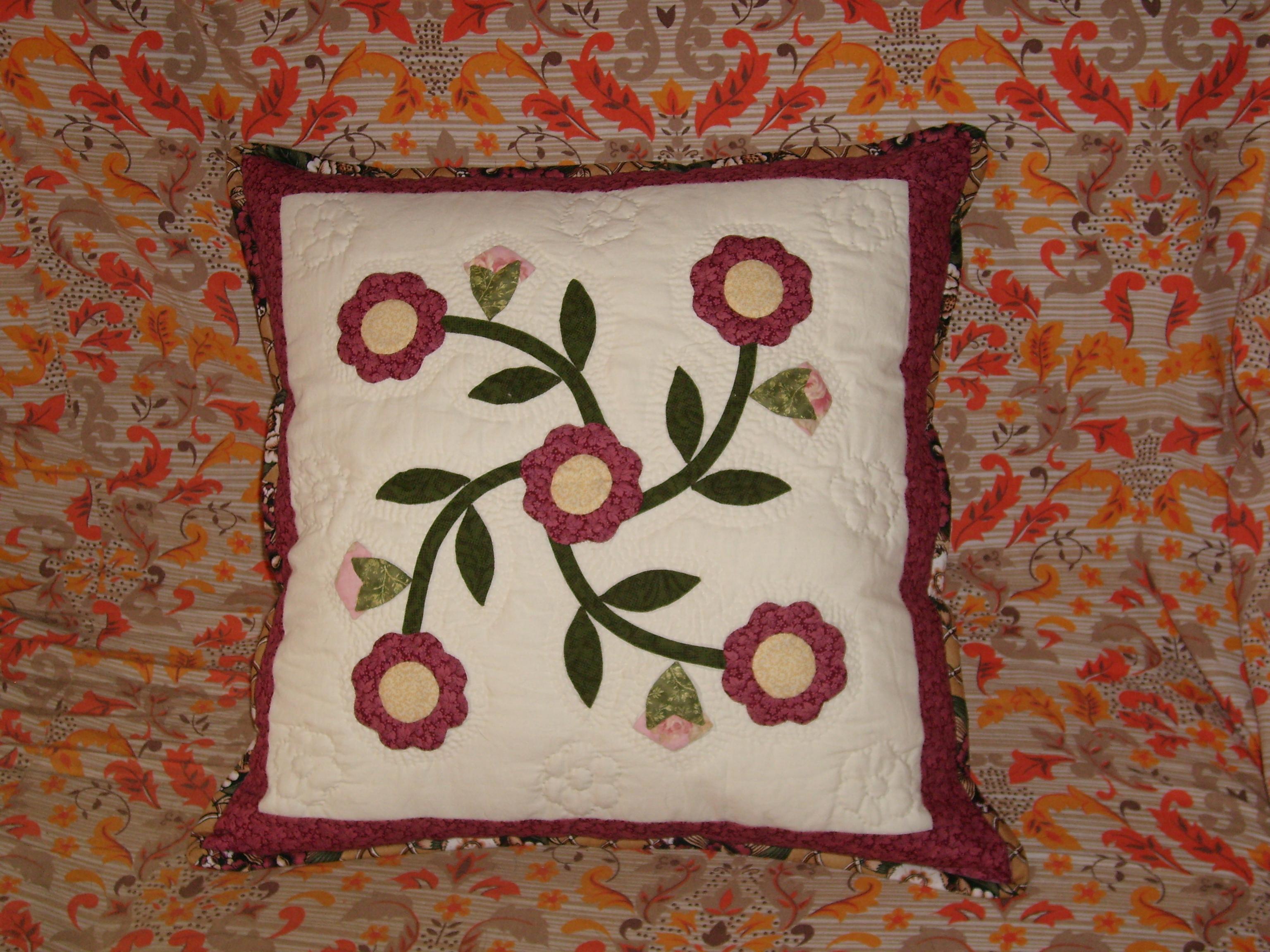 Cuscino con fiori appliquè dallalbum di mamablu