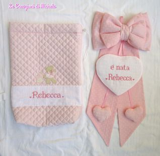 Completo fiocco nascita rosa con cuori pendenti per Rebecca