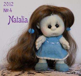 Bambola a maglia - nr. 4 sta in piedi da sola
