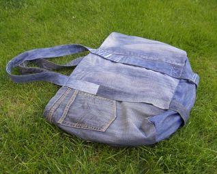Borsa per il mare - cucita con dei pantaloni jeans - foto 2