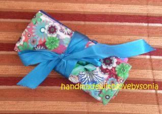 Porta Uncinetti e trovaforbici con fiore yo-yo_Chiusura con fiocco