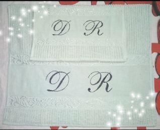 Coppia di asciugamani (2) con iniziali D R