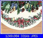 NATALE: I sottoalbero - schemi e link-dimensions-8764-holiday-welcome-tree-skirt-jpg