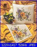 Cuscini,Pillows,Almofadas,Coussins* - schemi e link-cuscino-con-viola1-jpg
