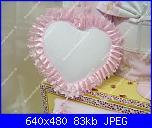 Cerco fiocco nascita rosa a forma di cuore-bauletto_ricamo_r-jpg