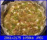 Torta salata ai porri e prosciutto crudo-porri-su-sfoglia-jpg