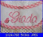 I ricami con le scritte di Natalia-bavaglini-sofia-e-giada_giada-con-farfalla_2_immagine-3967-jpg
