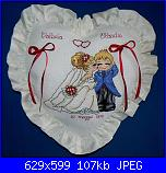 cuscino portafedi-cuscino-fedi-cuore-beige-sposa-bacio-jpg