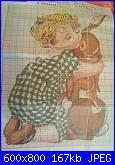 Bimbo che abbraccia coniglio-image-jpg