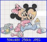 Minnie e Mickey-baby-topini-abbracciati-con-giocattoli-jpg