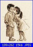 cerco schema primo bacio di due bimbi e bimba che bacia un gatto.-vi_256722_3276869_-50-jpg
