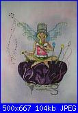 """Thimbelina The Needlework Fairy""/"" Purl/Pearl The Knitting Fairy"" di Lynne Nicoletti-0e22e559fc018137me-jpg"