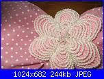 I nostri fiocchi nascita-fiore-uncinetto-e-perle01-jpg
